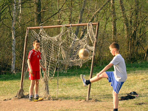 Футбол идет в народ. Где в Петербурге лучше гонять мяч