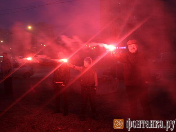 Защитники сквера на Художников устроили флешмоб с файерами