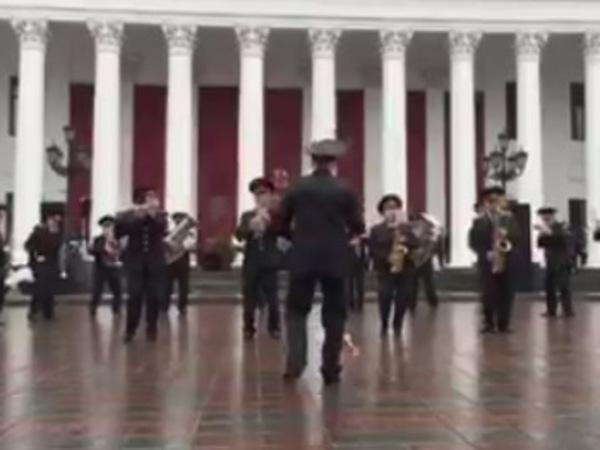 Оркестр Нацгвардии Украины исполнил песню про лабутены