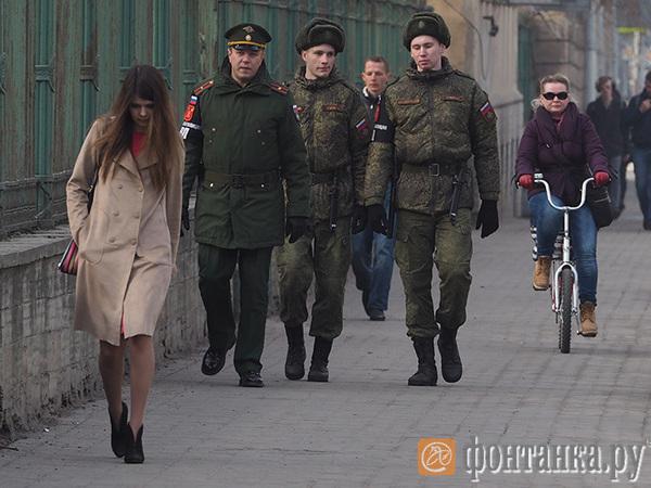 Аэропорт и вокзалы Петербурга взяты под усиленный контроль в связи с побегом трех военных