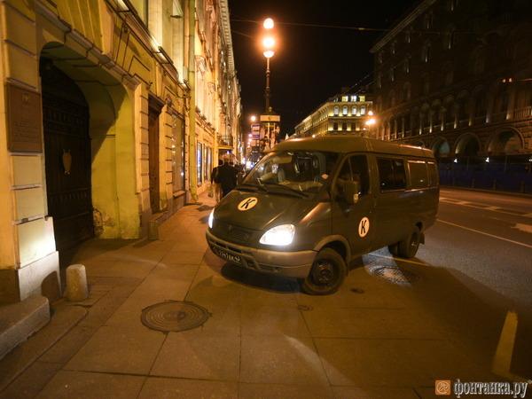 Подозреваемых в убийстве медсестер доставили на допрос в Петербург