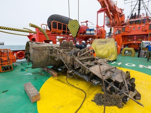 Со дна Керченского пролива извлекли первый из трех найденных в апреле штурмовиков