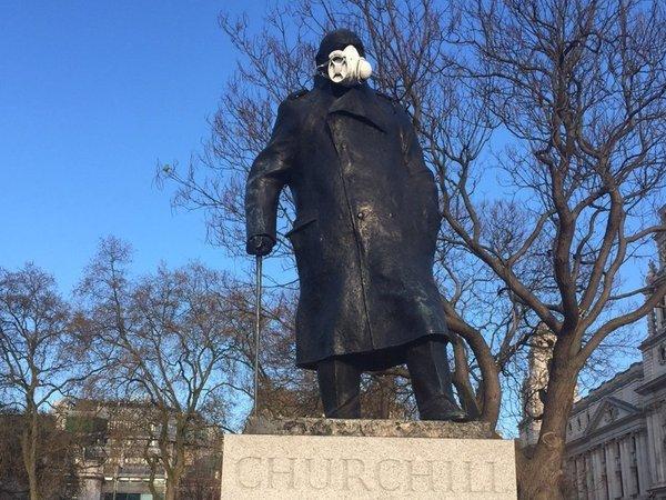 «Гринпис» надел на Черчилля противогаз