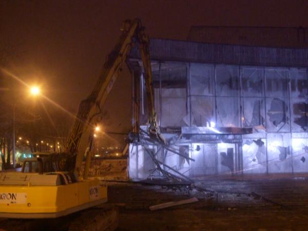 Разрушение Центра Курехина превратили в шоу