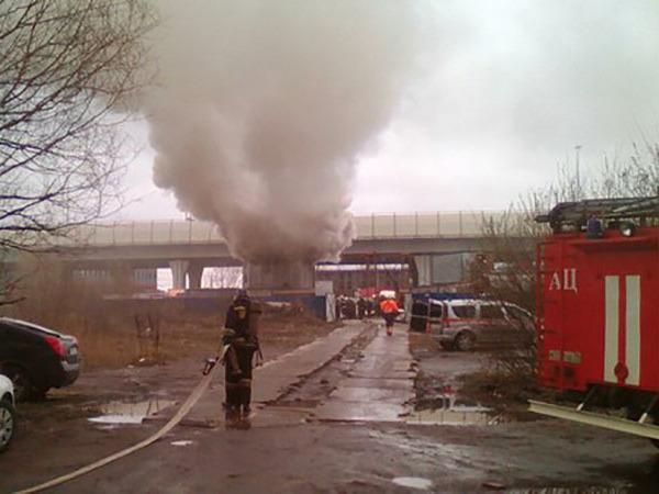 В Обухово горит шахта метро
