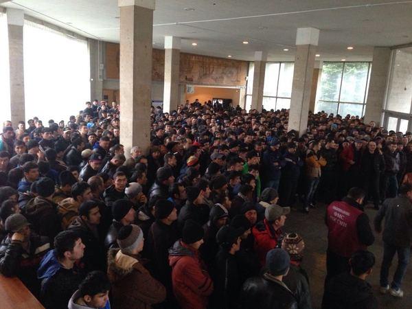 Из отеля в Ольгино вывели 1316 мигрантов