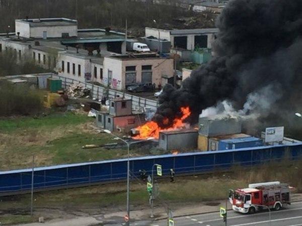 На Северном проспекте - пожар на стройке