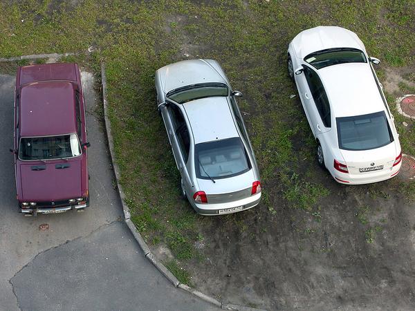 (Не)Разрешенная парковка на газоне
