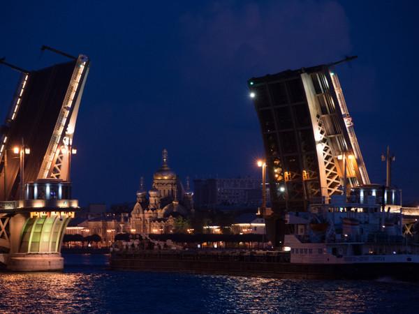 Три моста разведут в ночь на вторник  в Петербурге