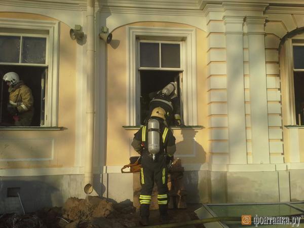 В Ломоносове рано утром горел Меншиковский дворец