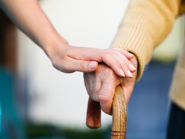 Не делить страждущих по возрасту и степени симпатичности