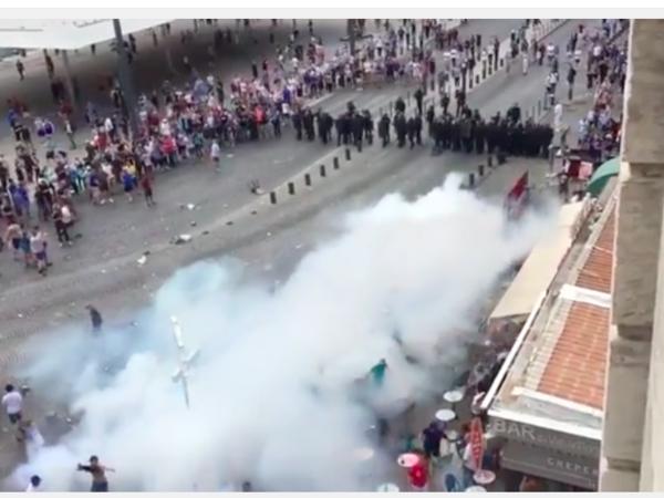 Английские фанаты забросали бутылками отель в Марселе