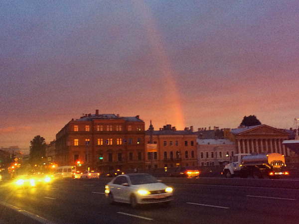 Петербургская погода отметила День России радугой