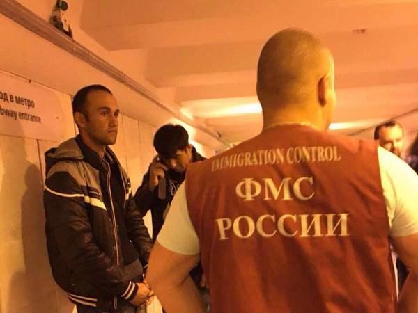 В метро Петербурга прошли массовые задержания мигрантов