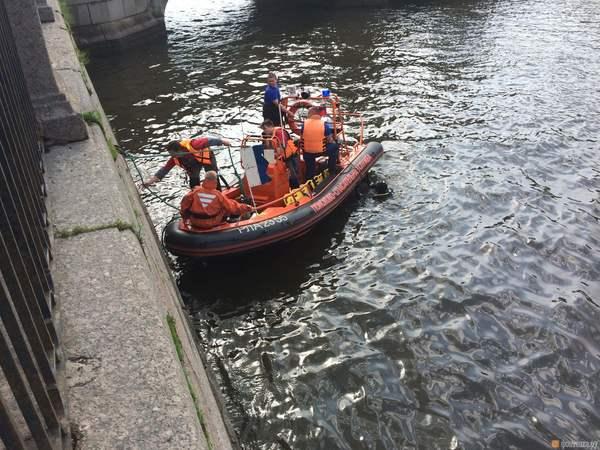 Очевидцы: В Фонтанке утонул мужчина, купавшийся в грозу