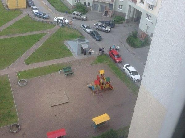 В Петербурге полицейский стрелял во время задержания на детской площадке
