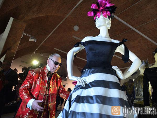 Эрмитаж открыл выставку «красного Диора»