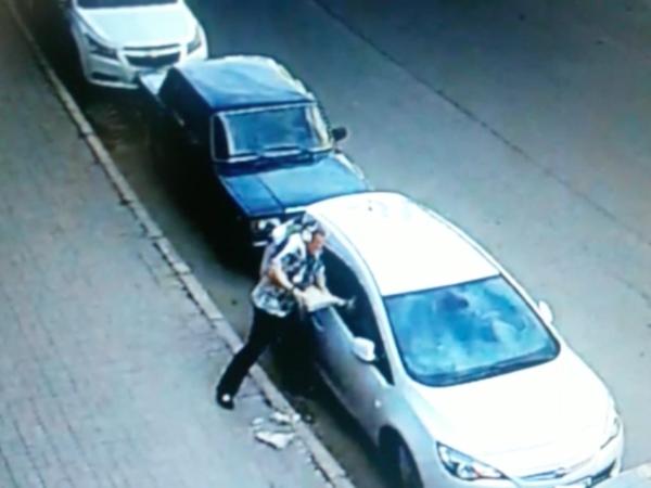 Беспощадная война бизнесмена Космоса с автомобильным стеклом (видео)