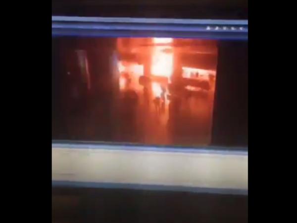 СМИ: взрывы в аэропорту Стамбула совершили двое вооруженных гранатами людей