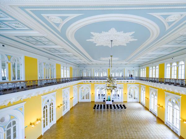 Сбербанк передает Александровский зал бывшей Гордумы Смольному