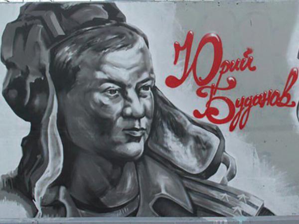 На мосту через Дудергофский канал появился портрет полковника Буданова