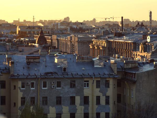 Кому достались 1800 домов Петербурга