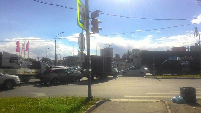 Пробка на перекрёстке Московского и Дунайского проспектов