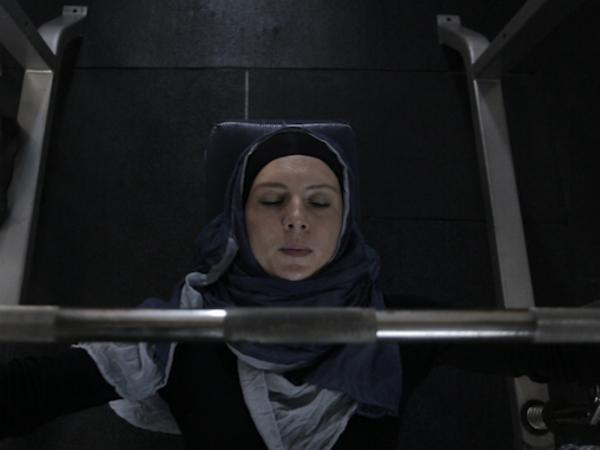 Что будет, если качать железо в хиджабе