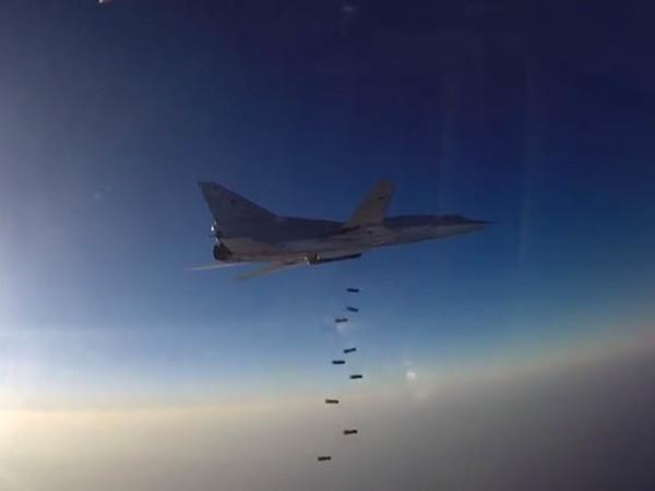 Бомбардировщики РФ нанесли удары по ИГ в Сирии