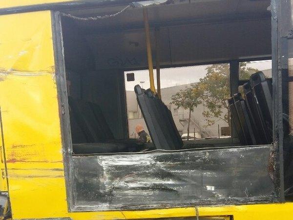 """Очевидцы: Фура въехала в автобус рядом с """"Пулково"""", есть пострадавшие"""