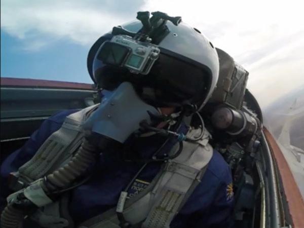 Истребители Миг-29 СМТ проводят тренировку в небе над Ленинградской областью
