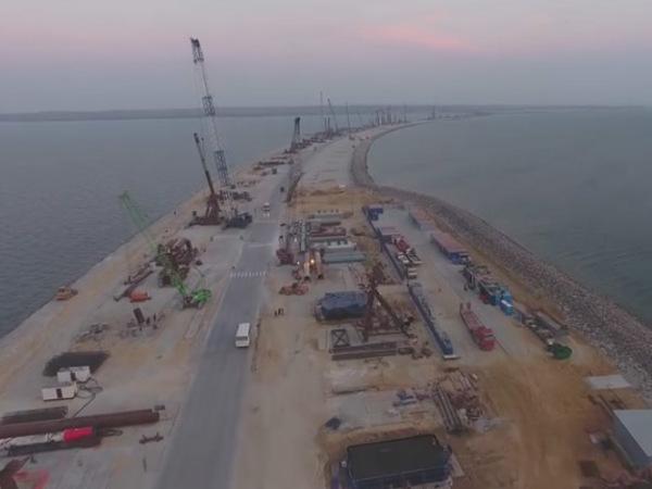 В Сети появилось видео строительства Керченского моста