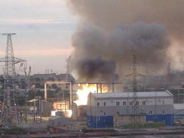 На юге Петербурга горит подстанция
