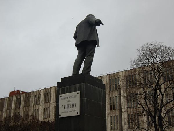 Nota Bene: Куда показывал первый бронзовый Ленин