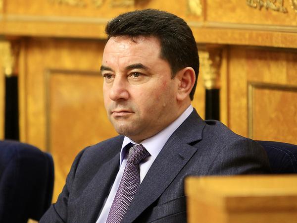 Депутату Алиеву напомнили о вымогательстве
