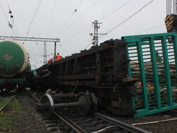 В Петербурге после столкновения двух грузовых поездов будут судить машиниста