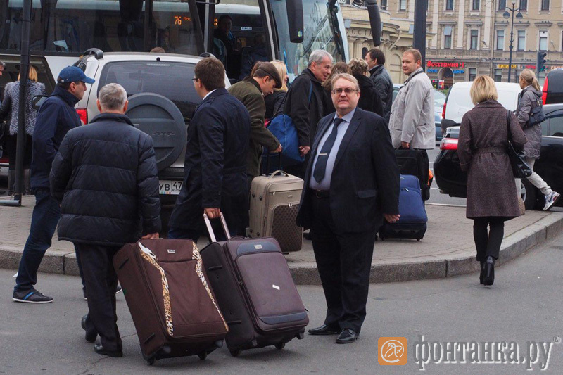 зампрокурора Петербурга Эдуард Артюхов (справа)