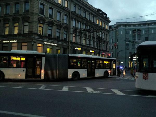 Сломанный автобус собрал пробку на Невском