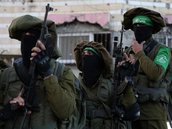 Бойцы ХАМАС во время декабрьских протестов//Majdi Fathi/NurPhoto/Sipa USA/Коммерсантъ