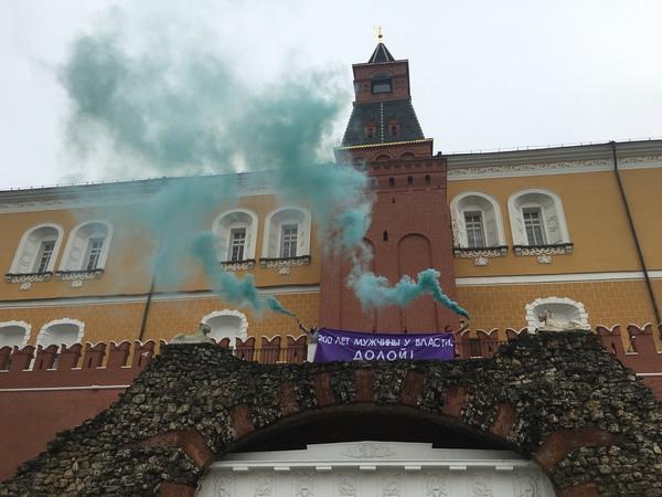 """Петербургских феминисток задержали за акцию по """"захвату Кремля"""""""