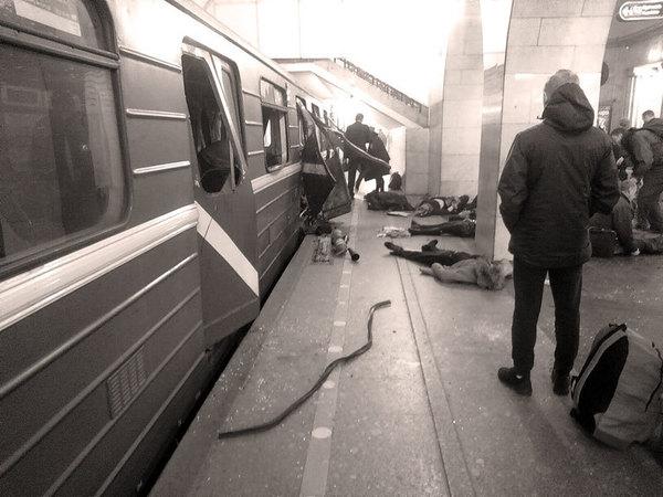 """СКР: Взрыв в метро Петербурга произошел в вагоне поезда на перегоне между """"Сенной"""" и """"Технологическим институтом"""""""