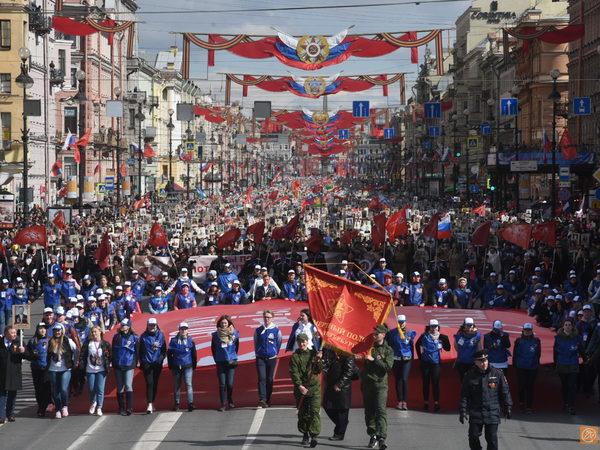 Около 700 тысяч человек прошли в «Бессмертном полку» в Петербурге