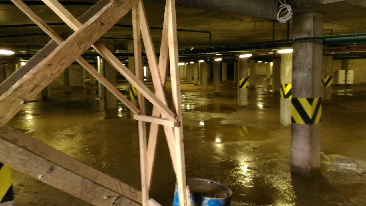 Подземный паркинг домов 6 и 7А, вода не уходит
