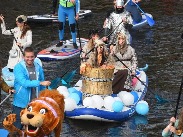 Более 200 человек проплыли по рекам и каналам Петербурга в первый день фестиваля «Фонтанка-SUP»
