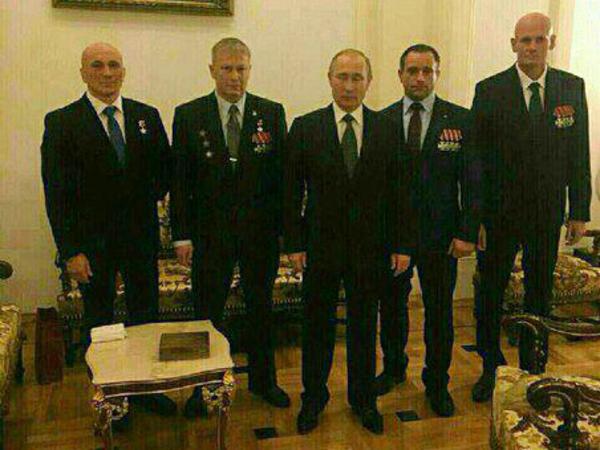 Бродяга, Седой, Вагнер и Ратибор окружили президента