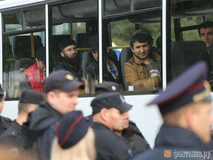 На Дворцовой задержаны десятки мусульман