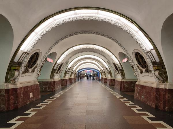 Шире и в другую сторону: Смольный меняет направление пассажиропотока в вестибюле метро «Площадь Восстания» и добавляет эскалатор