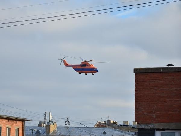 «Это что вообще?» Военный вертолет «поисково-спасательной окраски» переполошил жителей Кронштадта
