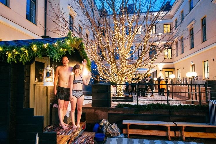 До этого несколько лет подряд рождественскую сауну устраивали во дворе городской мэрии