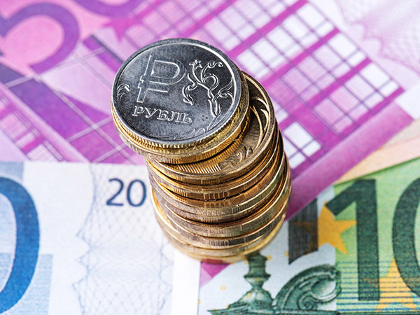 Министр велел дорожать. Воплощение прогноза укрепления рубля началось с девальвации